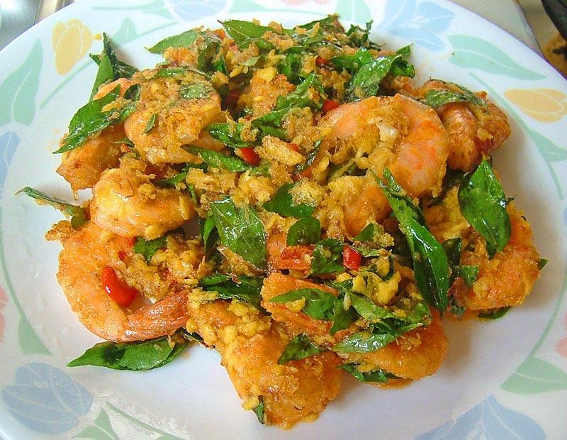 Crevettes sautées avec feuilles de curry